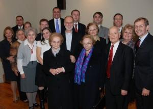 Отець Борис Ґудзяк, його матір i тіткa з органiзaцийним комітeтом у Нью-Йорку