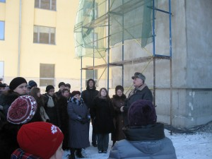Мирослав Сеник проводить екскурсію по багатофункціональному будинку академічного корпусу