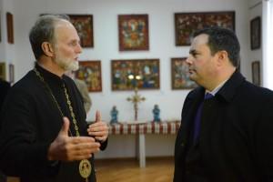 Владика Борис та Джейсон Кенні в музеї УКУ