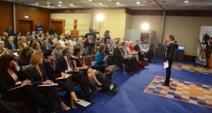 Керівник Львівської бізнес-школи Софія Опацька відкриває конференцію ) «Феномен попиту» у Києві