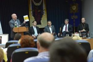 Олег Турій презентує видання під час міжнародного симпозіуму в УКУ