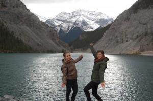 Студентки УКУ Уляна Безпалюк та іванка Діман під час навчання в Канаді зняходять час і на відпочинок