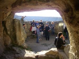 На площі печерного міста Чуфут-Кале