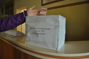 Скринька для збору коштів на підтримку студентів УКУ на євромайданах