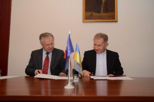 ректор УКУ о. д-р Богдан Прах та ректор УМКС проф. Станіслав Міхаловський підписали Угоду про співпрацю