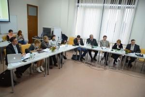 Учасники семінару під час дискусій