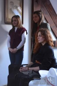 """Уляна Безпалюк та Іванка Ділман з вересня по грудень 2013 року навчалися в Коледжі св. Марії (Канада), а Вікторія Фещак влітку їздила на програму """"Altemus"""" у Францію"""