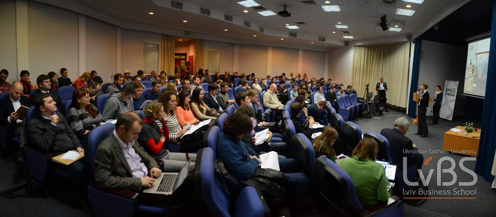 На презентацію дослідження прийшло дуже багато людей. серед яких громадські діячі, підприємці, науковці, студенти та всі ті, хто зацікавлений в розбудові нової України
