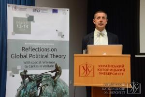Михайло Мінаков зараз в Берліні досліджує питання модерну. На конференції на прикладі України він зобразив деякі з його особливостей.