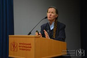 Під час дискусії с. Гелен Елфорд акцентувала свою увагу на моментах, на яких повинен будуватися соціально відповідальний бізнес
