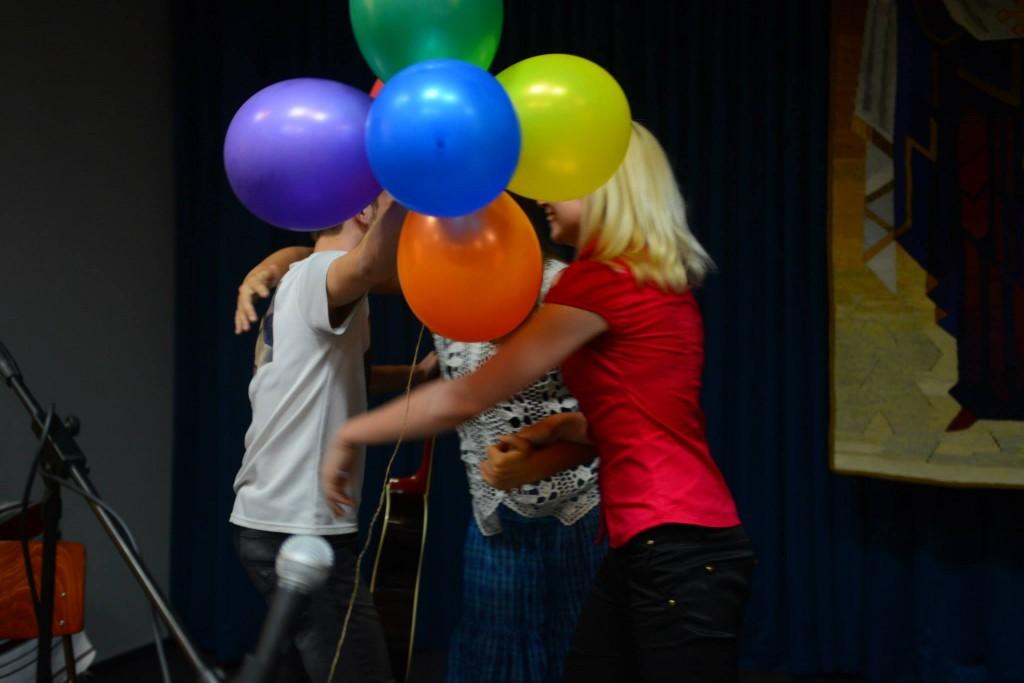 У переможця в день конкурсу саме були уродини, медіакомунікації підтримали співака щасливими кульками:)