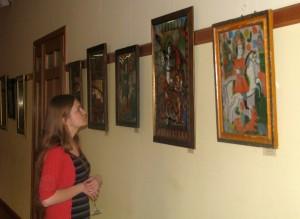 Виставка малярства на склі експонується на філософсько-богословському факультеті УКУ