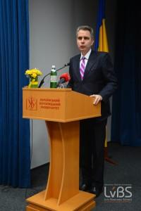 Посол США Джеффрі Р. Пайєтт вдабає в жінках-підприємцях  можливість до розвитку малого та середнього бізнесу в Україні