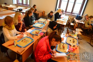 Два дня студенти УКУ на практиці засвоювали навички з піскової терапії