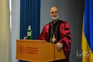 """""""Якщо молодь і студенти були ініціаторами, Майдану, то середній клас став його мотором і гарантом його плідності"""", - владика Борис виголосив промову на випускних урочистостях у LvBS"""