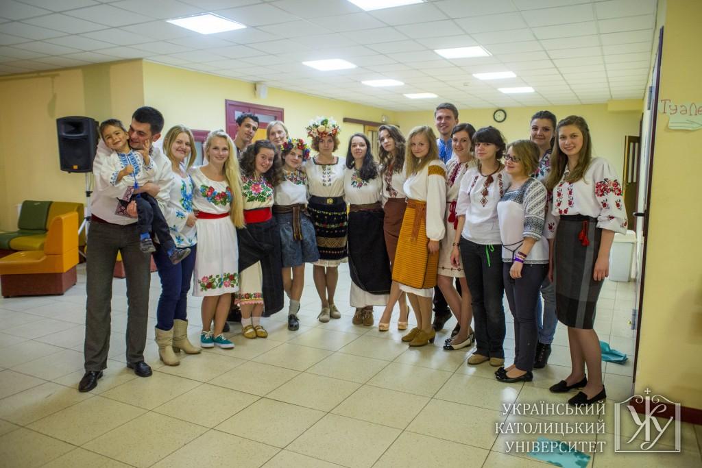 Студенти УКУ також забавлялися на Благодійному фольк-балі, а також забавляли гостей