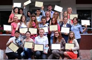 Приємна мить навчання на Школі лідерства - отримання дипломів