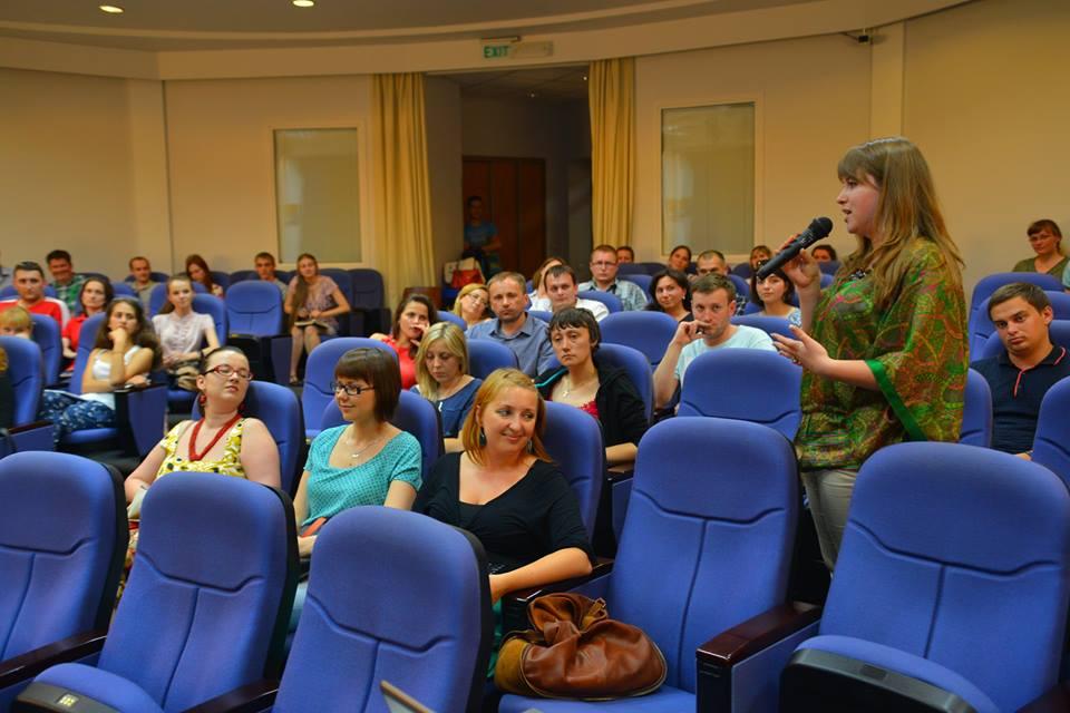 Після перегляду фільму відбулася дискусія на тему «Жити у світі. Будувати Україну»