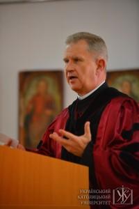 Ректор УКУ о. Богдан Прах вважає, що випускники Університету мають своїм прикладом сповідування християнських цінностей показати нашому народу і владі шлях, яким ми повинні йти у своєму розвитку