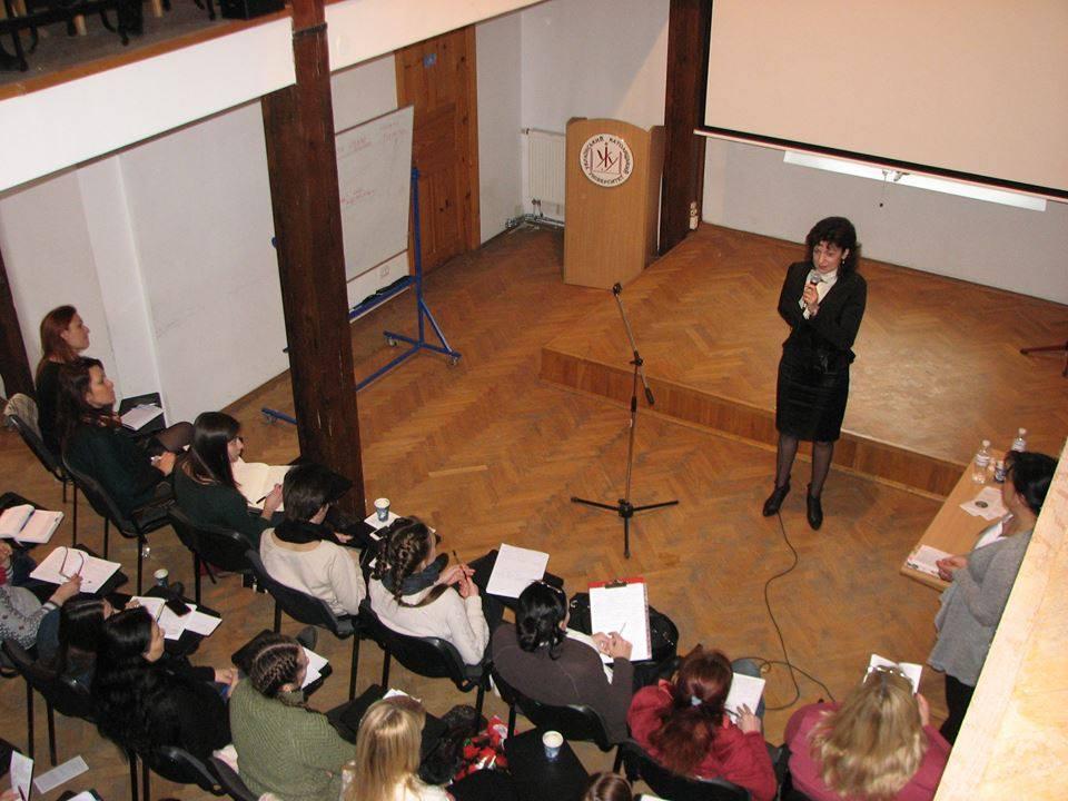 Завідувач кафедри психології УКУ Галина Католик вітає учасників конференції.