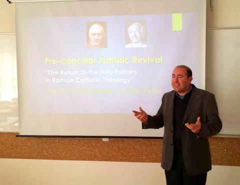 Отець Джон під час викладів в УКУ розповідає про «повернення до Отців» у дособоровому католицькому богослов'ї