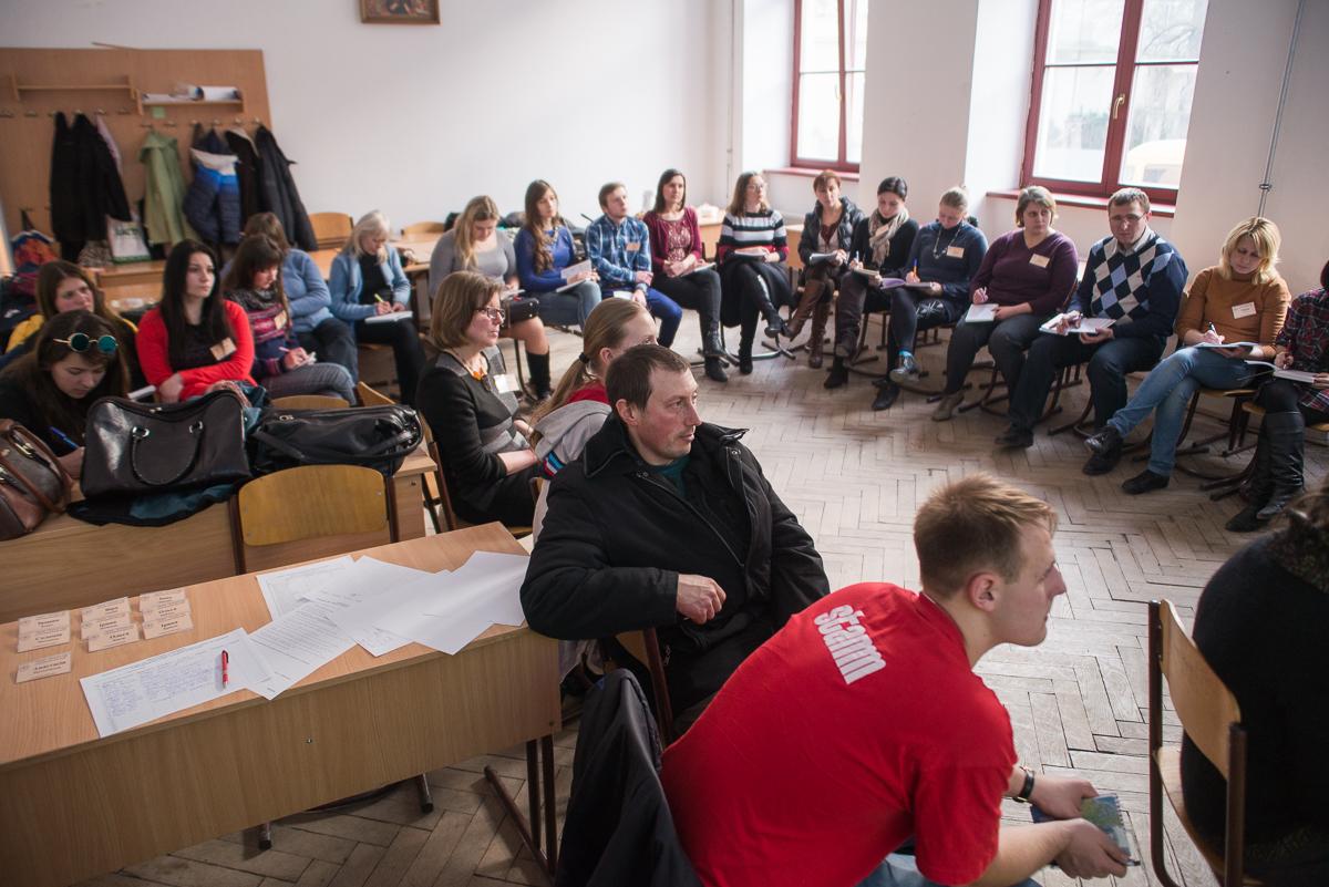 """Участь у тренінгу беруть  студенти  УКУ зі спеціальності """"соціальна педагогіка"""" та """"психологія""""."""