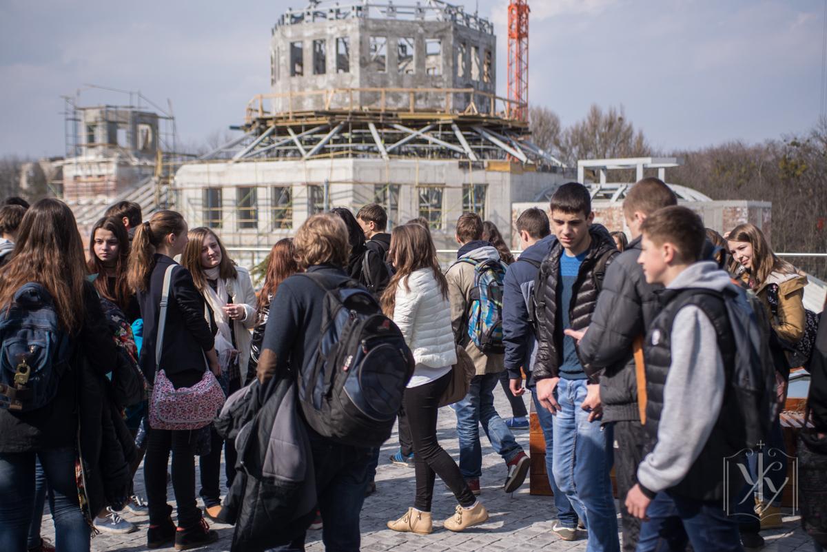 """Старшокласники львівської школи """"Оріяна"""" на екскурсії в УКУ."""