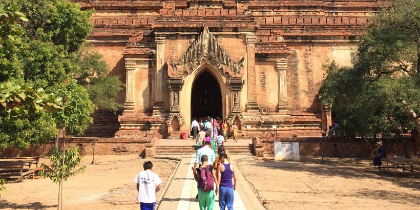 Yksi useista Baganin temppeleistä