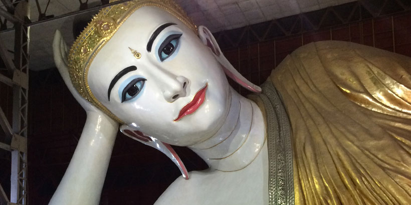 Valtava Buddha patsas Yangonissa
