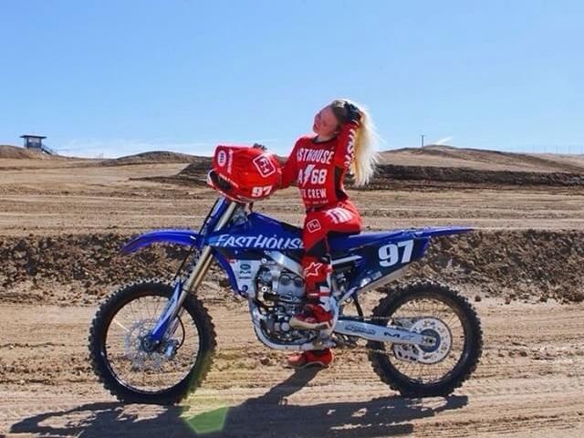 Rider: @kevynlinden97  💪🏼 #mxgirl #motogirl #yamaha #internationalwomensday #fan