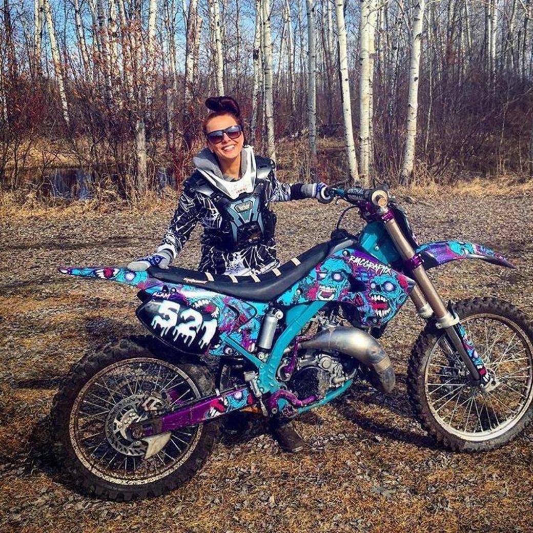 scrub mx photo a sick bike and a fellow girl rider beauty