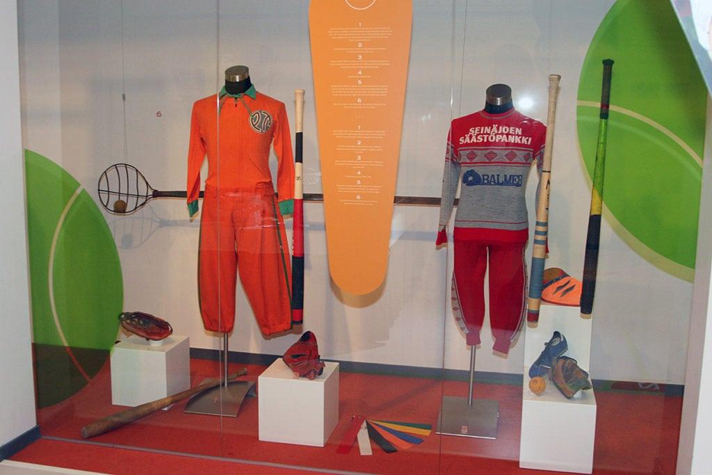 Urheilumuseon näyttely Merkki päällä – pesäpallo 90 vuotta 2012