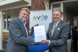 Vereniging Duurzame Energie ondertekent Klimaatakkoord in 'energiepositieve wijk'