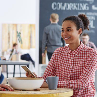 Menschen in einem Coworking Space