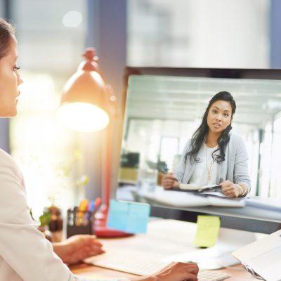 Business-Frau beim Video-Call