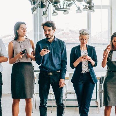 Mitarbeiter mit privaten Geräten im Unternehmen