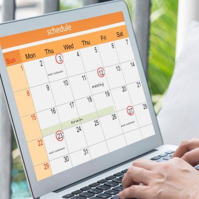 Laptop mit einer Kalenderansicht