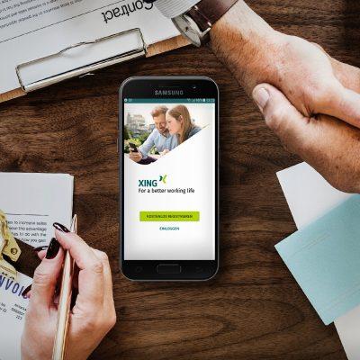 Smartphone mit geöffneter XING Business-Anmeldung