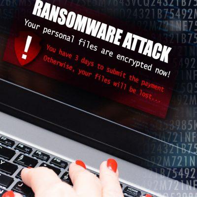 Ein Laptop, der von Ransomware befallen wurde