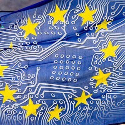 Flagge Europas mit dem CNN-Business-Logo