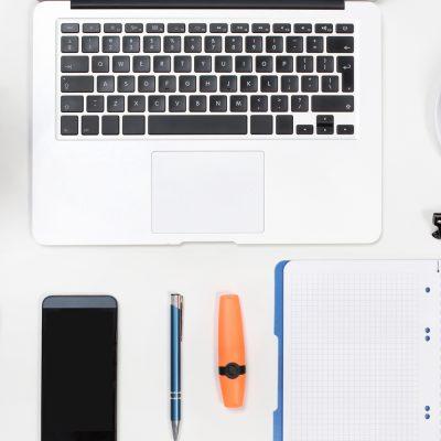Sehr ordentlicher Schreibtisch