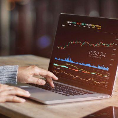 Datenauswertung an einem Laptop