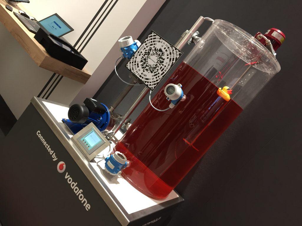 Automatisierte Prozesse und Sensoren machen auf der Fabrik die Smart Factory.