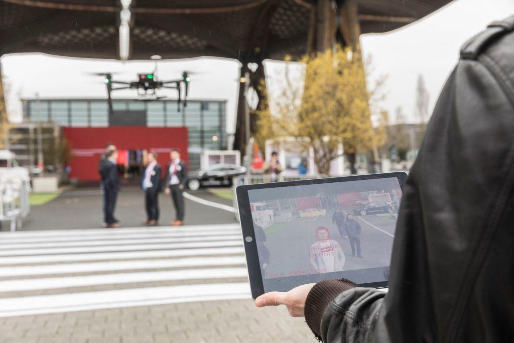 Vernetzte Drohnen machen die Smart City sicherer.