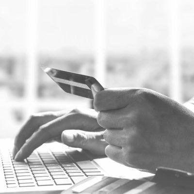 Mit Kreditkarte im Online-Shop bezahlen