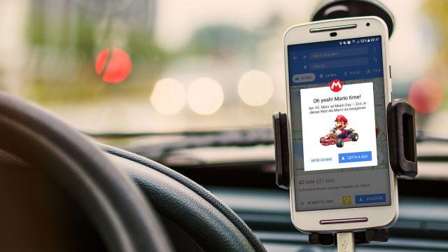 Dank Google Maps und Mario mit dem Auto durch die Stadt navigieren.