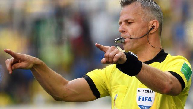 Schiedsrichter Kuipers deutet eine veränderte Entscheidung aufgrund des Videobeweises an