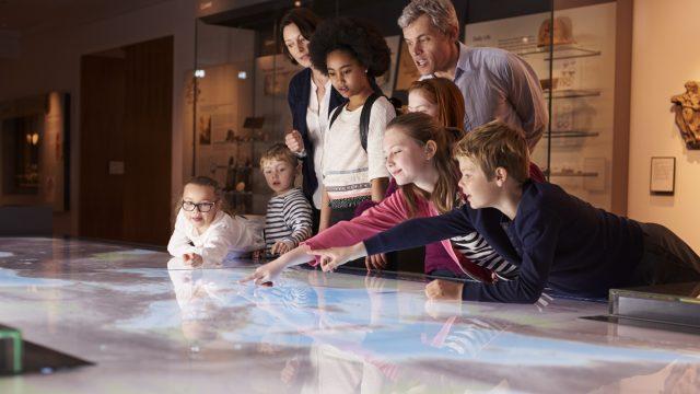 Ferien und Ausflugstipps für technikbegeisterte Kinder