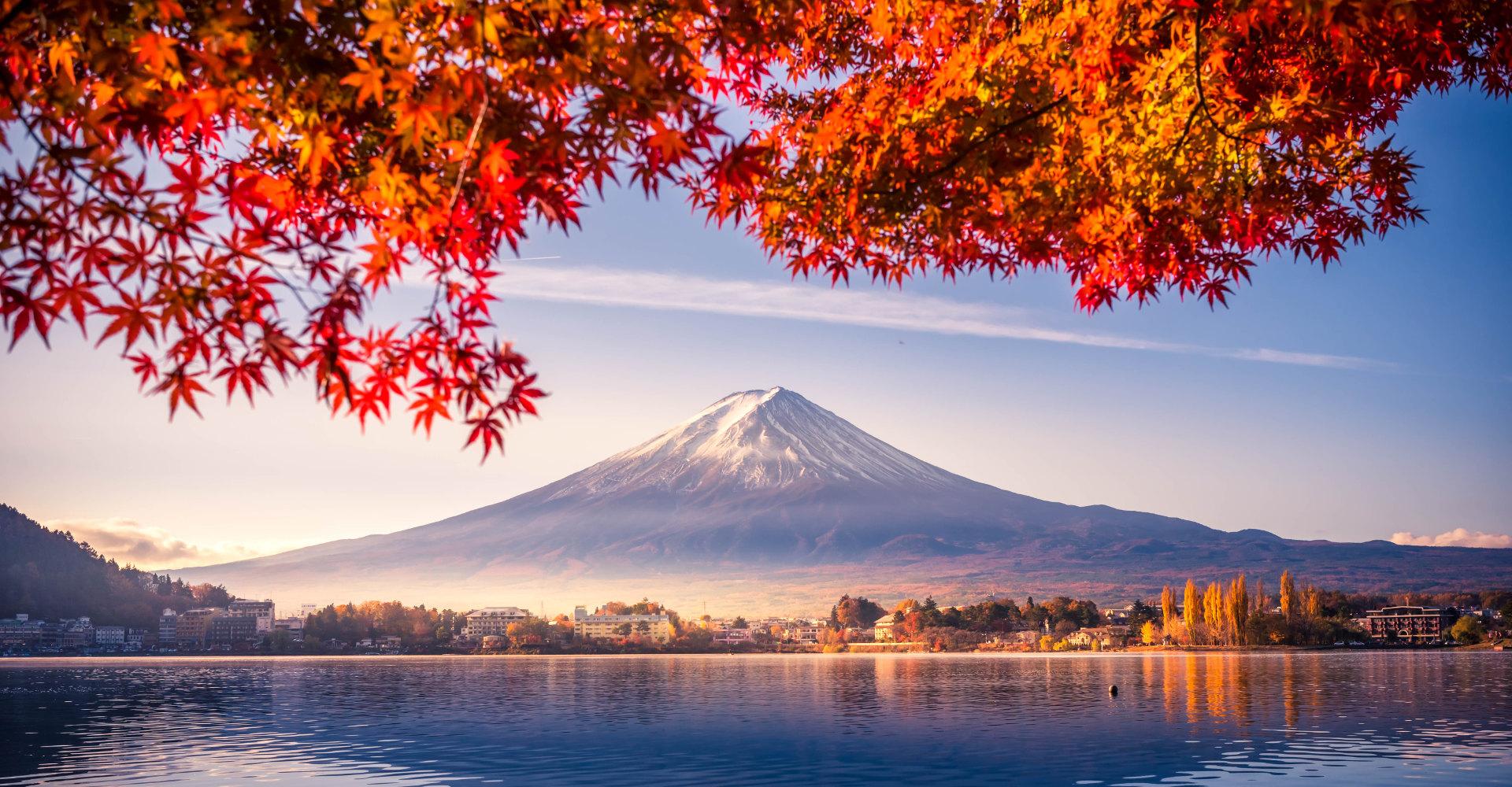 Fuji im Herbst, vom Kawaguchi-See aus betrachtet