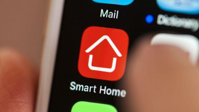 Smart-Home-App auf dem Smartphone antippen.